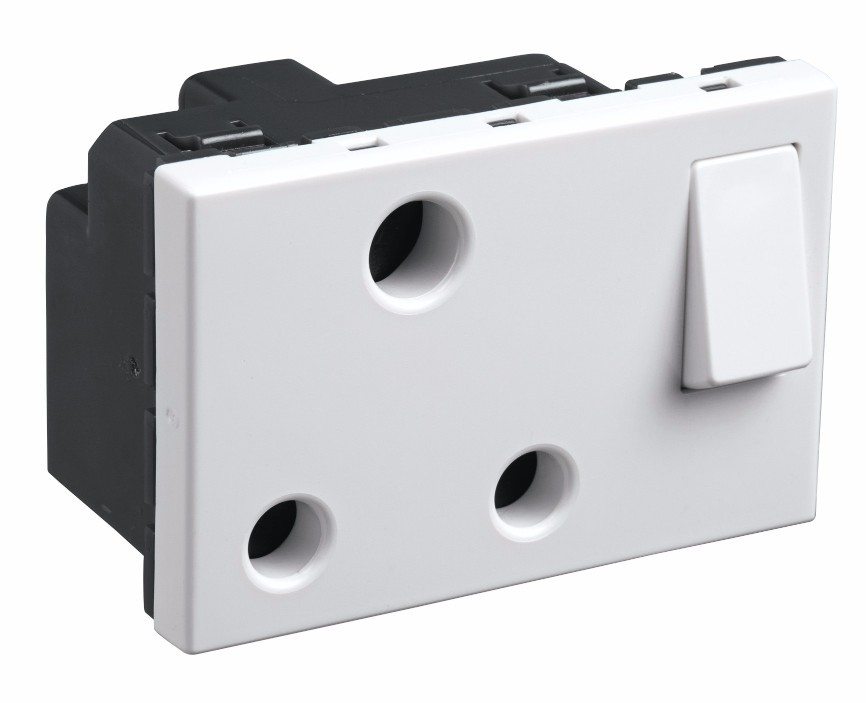 16A 3 Pin Switched Socket (White) 673042 - Electrical and Networking ...